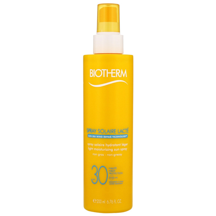 Spray Solaire Lacte Ultra-Light Sun Spray SPF30 by Biotherm, the best French sunscreen for the beach.